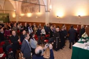 Il Coro e i presenti Cantano alla memoria delle vittime il Vecnaja Pamiat
